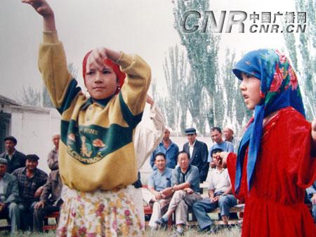 维族舞蹈《麦西莱甫》之一-新疆维吾尔族民间文化拍摄纪实